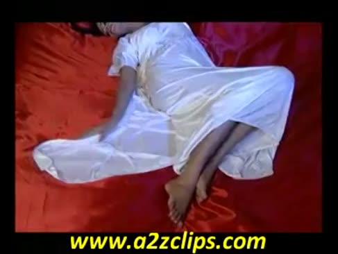 Schauspielerin bhairavi goswami in superhit marathi musik video mee raat taakli