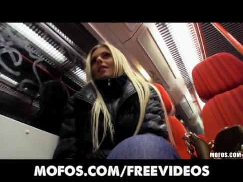 Prächtige lichthaarige tschechische dame wird abgeholt und für den öffentlichen sex bezahlt