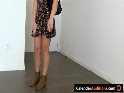 Pornografie casting mit sizzling blonde unerfahrenen kalender mädchen