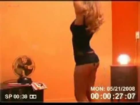 Dampfende 18-jährige teenie leckte striptease-web-cam für ihren freund