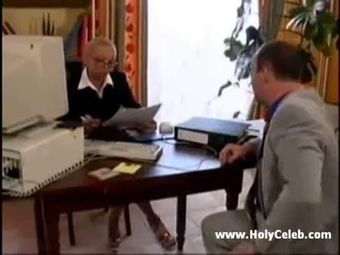 Französisch cougar daisy büro sex