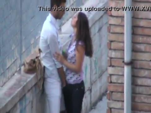 Liebhaber im freien spaß küssen und fingersatz