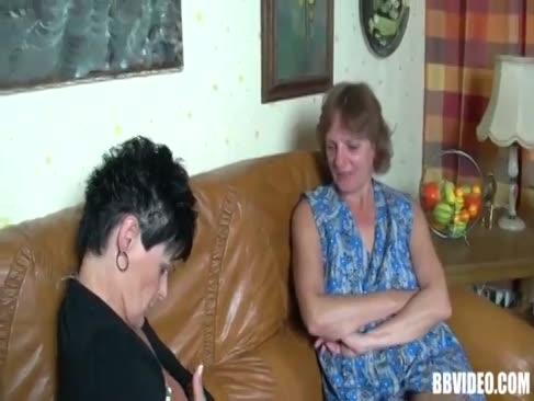 Zwei reife deutsche beotchen teilen sich fuck-stick in dreier