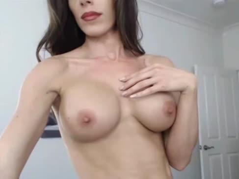 Fit göttin schlägt sich an den butt-butt-plug auf freie gonzo-cam