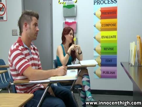 Innocenthigh wunderbare studentin teen bläst schweineleute klassenkameraden
