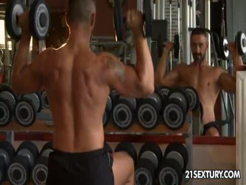 Blowage und arschfick orgie in einem fitnessstudio mit kayla green