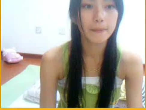 Schuldloses teenager-chinesisch-tanzen und finger-kitzeln auf cam - xxxcamgirls.net