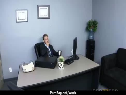 Büro-fick-a-thon mit riesigen krabben-nymphen bei der arbeit 8