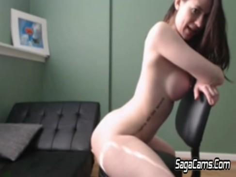 Großer steifer penis spritzt ab