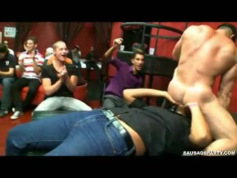 Blowjobs und anal invasion fagot hook-up in club chaos