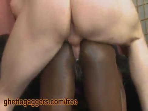 Black gal wird von 2 gringos geflüchtet